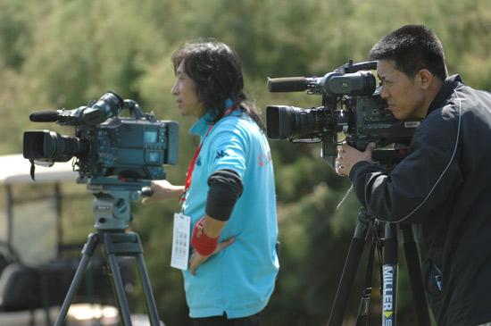 图文-俱乐部联赛决赛轮摄影师忙碌中
