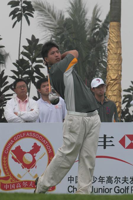 图文-汇丰青少年赛ABC组首轮开球征战