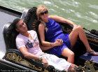 斯马林携豪乳女友泛舟度假