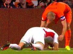 进球视频-坑爹!荷兰边路传球 后卫解围无奈乌龙