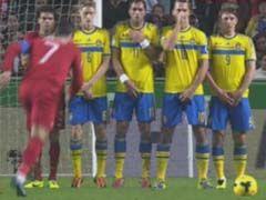 视频-C罗操刀罚任意球 伊布摆人墙护鼻子和下体