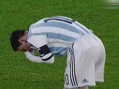 视频-梅西开赛仅7分钟突感不适 呕吐不止脸色苍白