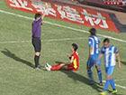 视频-亚泰遭遇争议判罚 刘卫东禁区被踩倒地判假摔