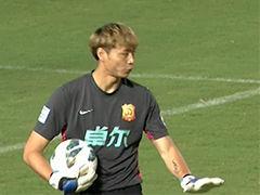 视频-武汉球员后场玩火 门将低级失误险进球