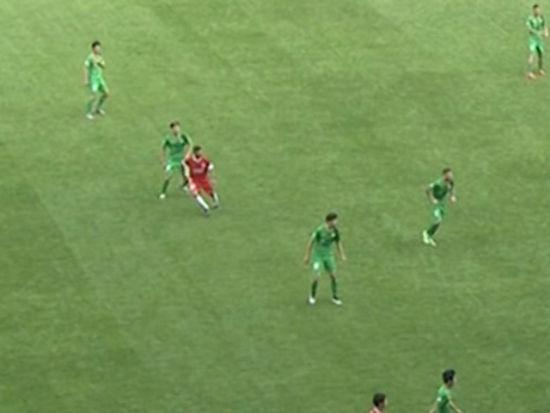 视频-重庆锋霸头球吊射破门 越位判罚引争议