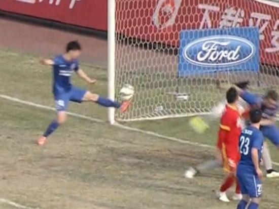 进球视频-伊斯梅洛夫头槌袭城 吉翔伸腿自摆乌龙