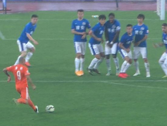 进球视频-巴西国脚本色!塔尔德利刁钻任意球扳平