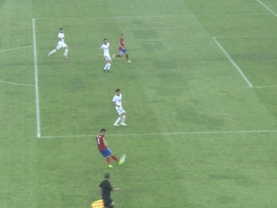 进球视频-萨哈拉抢点扩大领先 回放存越位争议