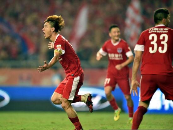 视频集锦-王栋补时上演绝杀 力帆主场1-0永昌