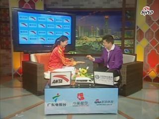 视频-骆晓娟与主持人玩硬币游戏 展示神级反应力