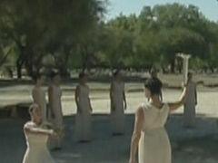 视频-索契冬奥会圣火成功采集 女祭司点燃圣火