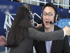 视频-转播席上也疯狂 杨杨刘星宇激情解说相拥庆祝