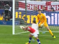 进球视频-英格兰开场遭闷棍 桑切斯头球冲顶拔头筹