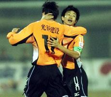 郑斌梅开二度汉军赛季主场不败武汉2比1力克陕西