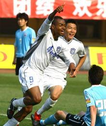 王新欣黑煞联手逆转天津客场2比1大连夺赛季首胜