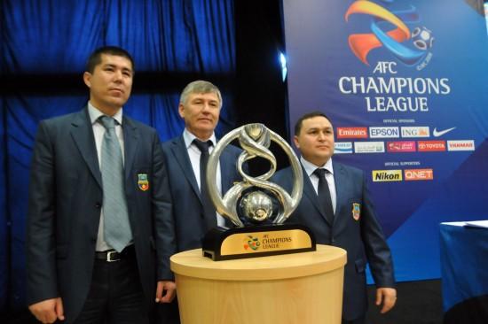 图文—2012赛季亚冠联赛抽签公布 亚冠奖杯亮相现场