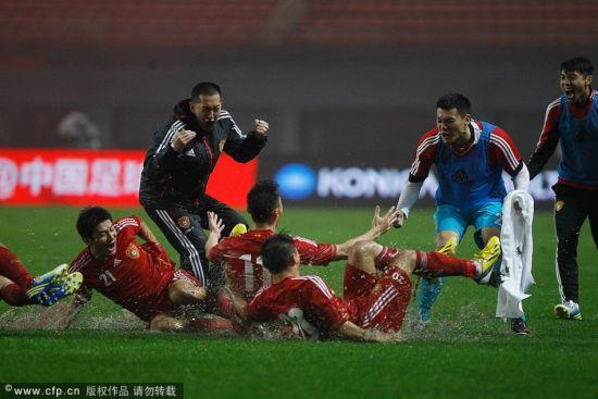 中国足球2013十大新闻:国足耻辱1-5恒大亚冠称王