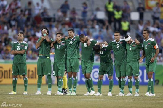 亚洲杯1/4决赛,伊拉克与伊朗进行点球大战。左四为沙基尔。