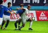 图文-广州白云山vs墨尔本胜利利用个人能力突破
