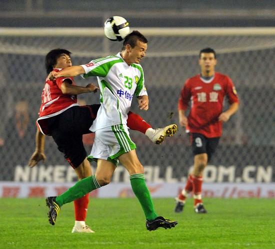 图文-[中超]河南建业2-2北京国安大格争头球