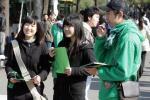 图文-激情球迷助阵京杭焦点大战 女球迷兴奋异常