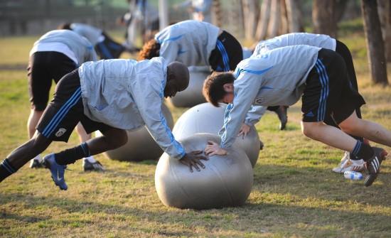 文-中超球队高原集训备战体测 实德球员恢复体