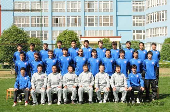 图文-2010赛季中超球队全家福江苏舜天