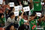 图文-[中超]北京vs上海 国安球迷打出9-1的标语