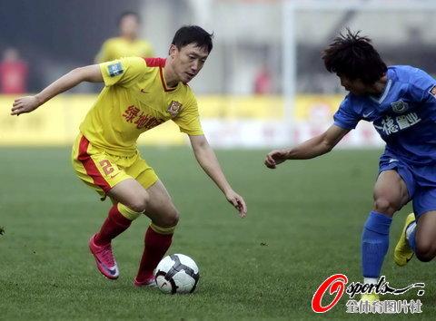 图文-[中超]陕西中建vs长沙金德曲波控球突然变线