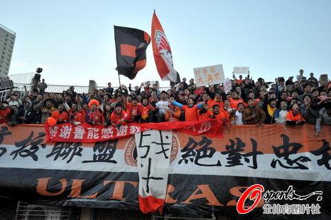 图文-[中超]山东1比1南昌提前夺冠球迷是强大后盾