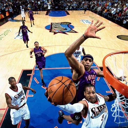 NBA老照片-8年前当艾弗森遇到卡特那时他们都很年轻
