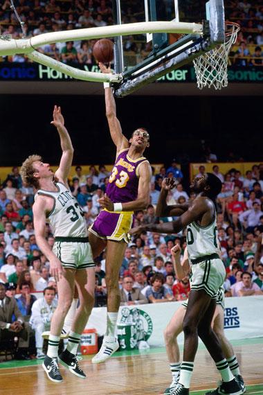 NBA老照片-天钩威武斩落绿衫军湖人终于冲破魔咒