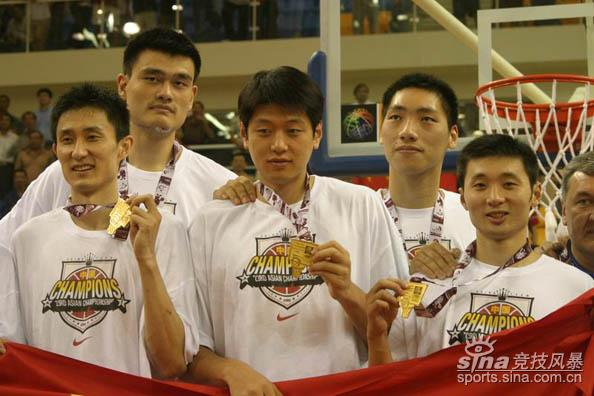 资料图-2005年亚锦赛中国男篮夺冠熟悉的面孔