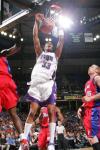 图文-[NBA]快船97-87国王摩尔双手暴扣