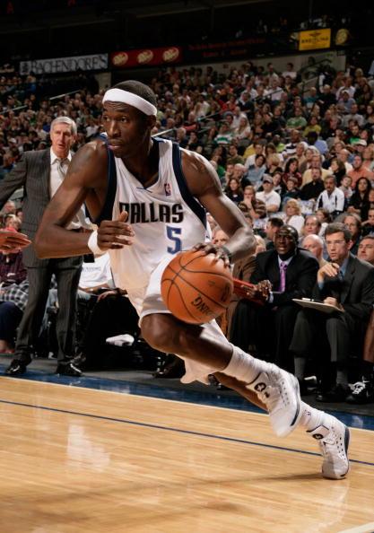 图文-[NBA]爵士117-125小牛霍华德带球突破