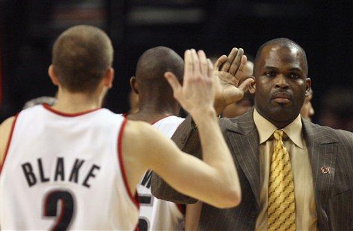 图文-[NBA]雄鹿113-117开拓者布雷克与教练击掌