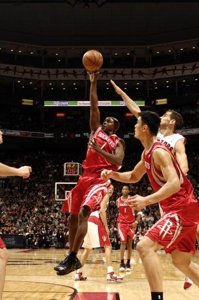 图文-[NBA]火箭80-93猛龙詹姆斯找到出手机会