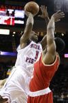 图文-[NBA常规赛]活塞VS火箭比卢普斯带球强攻