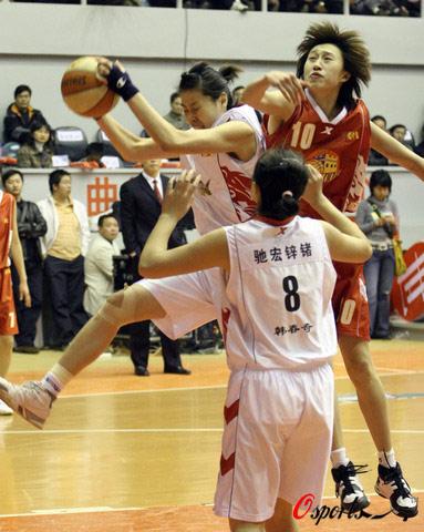 图文-[WCBA第7轮]云南67-76北京突破空中封锁