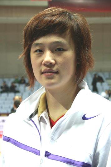 图文-[热身赛]中国女篮VS新西兰中锋曾美玲