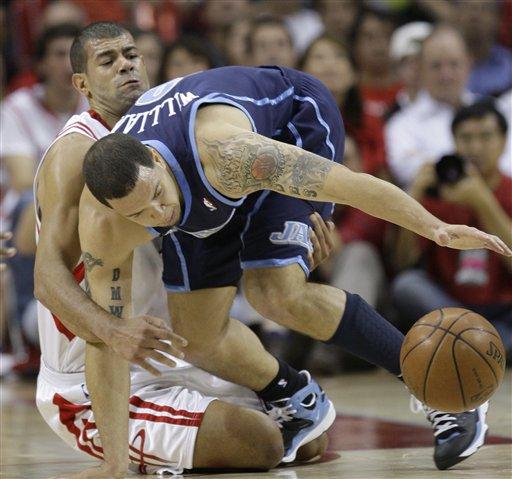 图文-[NBA季后赛]爵士vs火箭德隆撞倒巴蒂尔