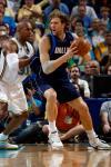 图文-[NBA]小牛94-99黄蜂韦斯特防守诺维茨基