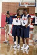 图文-美国男篮备战北京奥运会 到这就得听科比