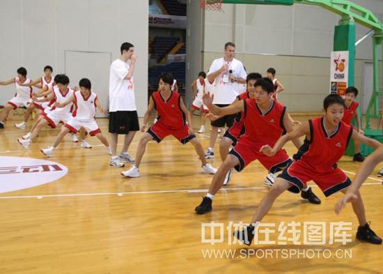 图文-2009斯杯篮球训练营昆山开营