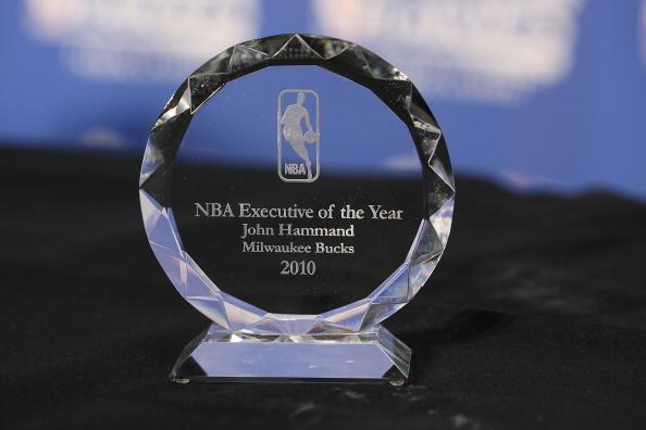图文-哈蒙德当选NBA年度最佳总经理精美奖杯