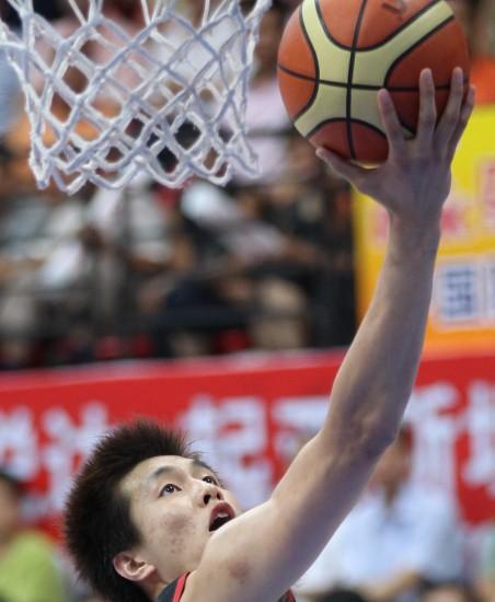 图文-斯杯中国队战胜伊朗队郭艾伦突破上篮