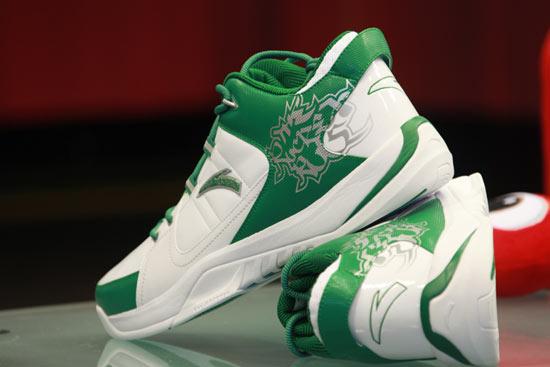 图文-安踏签约球星加内特做客新浪安踏战靴