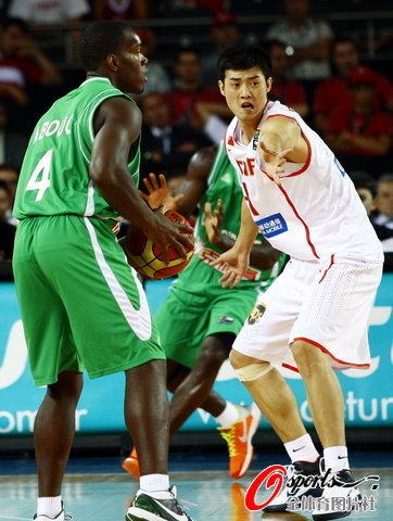 图文-[世锦赛]中国83-73科特迪瓦丁锦辉防守