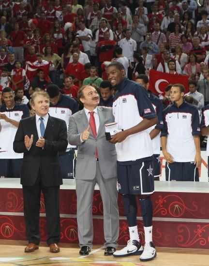 图文-[世锦赛]美国击败土耳其夺冠杜兰特出席仪式