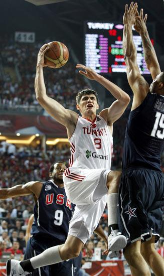 图文-[世锦赛]土耳其64-81美国 伊尔亚索瓦上篮